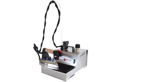 Generatore di vapore STIR PLUS con caldaia da 2.4 Lt dotato di ferro da stiro professionale Bieffe